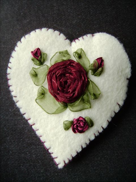 Talism'man coeur aux roses de ruban